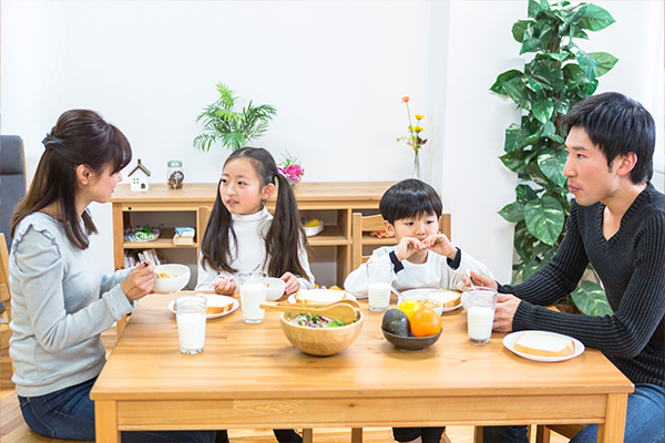 家族団欒、安心の食事